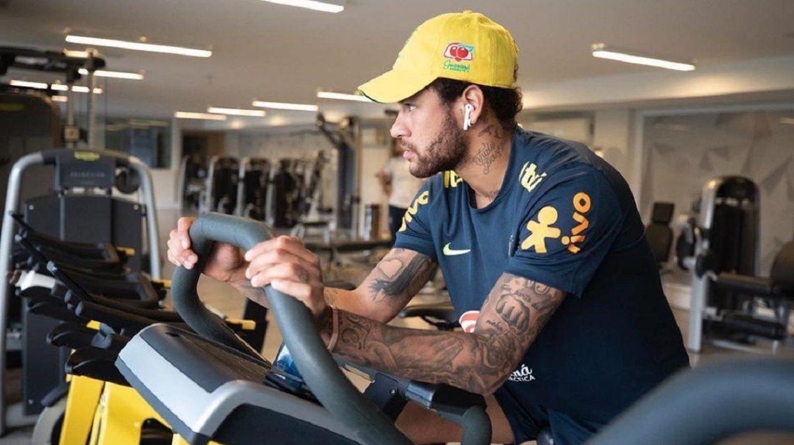 Neymar entrena para la Copa América que disputará como local