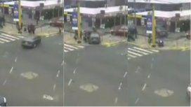VIDEO: Una profesora giró en U y atropelló a gran velocidad a varias alumnas