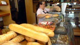 El pan a $100: con un sueldo mínimo se pueden comprar 100 kilos menos que en 2015