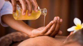 Prohíben la venta y el uso de un aceite para masajes y dos productos médicos