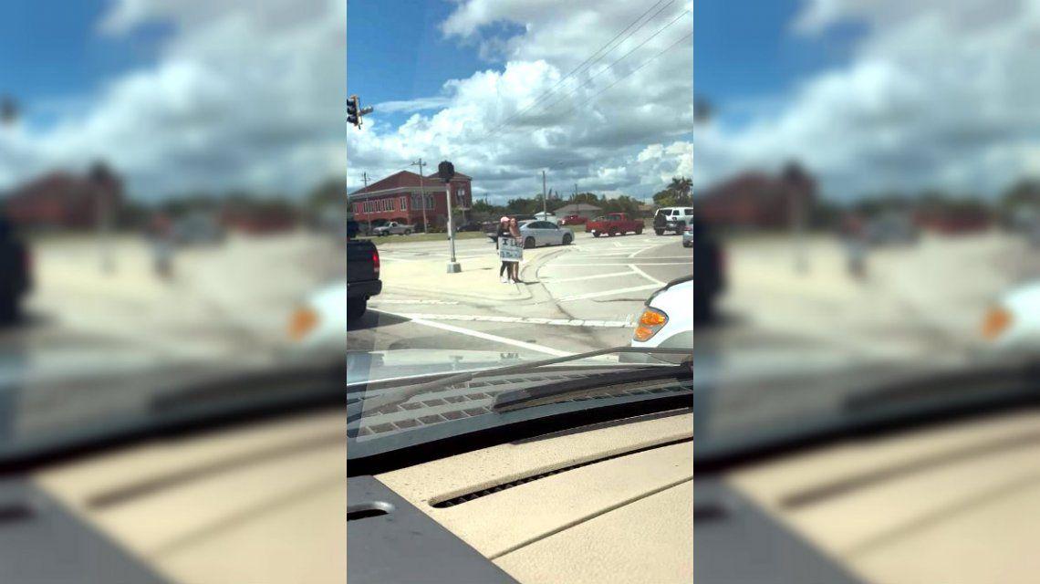 Madre e hija pasaron horas en la autopista para que ella declare su infracción