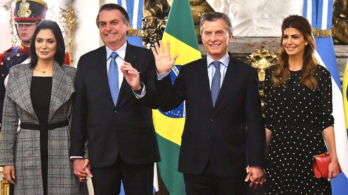 Desesperados por la caída de sus economías, Macri y Bolsonaro dicen que quieren una moneda única