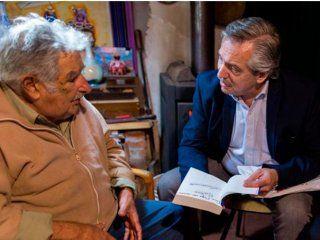 Mauricio Macri con Jair Bolsonaro y Pepe Mujica con Alberto Fernández