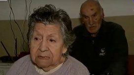 Una pareja de jubilados fue abandonada en un bar por uno de sus hijos porque no podía pagar más el alquiler
