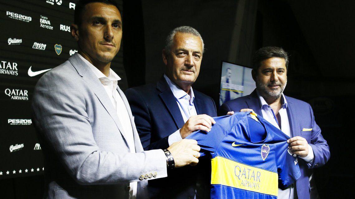 Burdisso recibió la negativa del defensor (Foto: Prensa Boca)