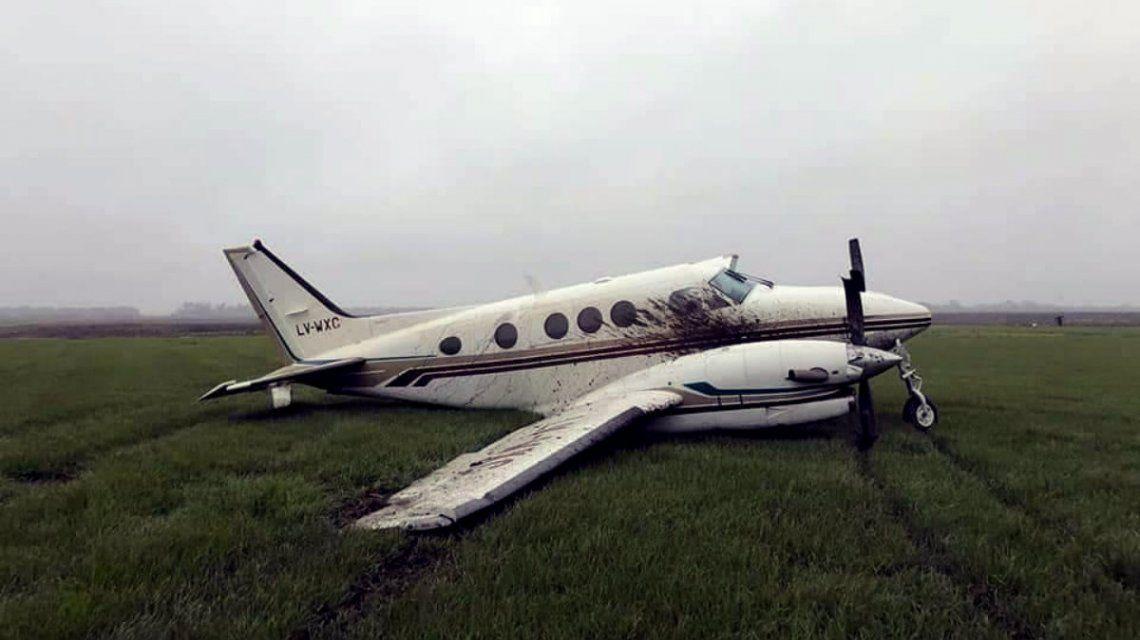 Una avioneta atropelló y mató a un perro