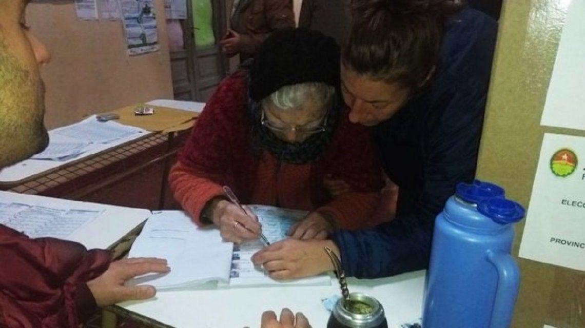 Verónica tiene 100 años y sufragó en Entre Ríos : Quiero llegar a octubre y votar para que el pueblo vuelva a estar feliz