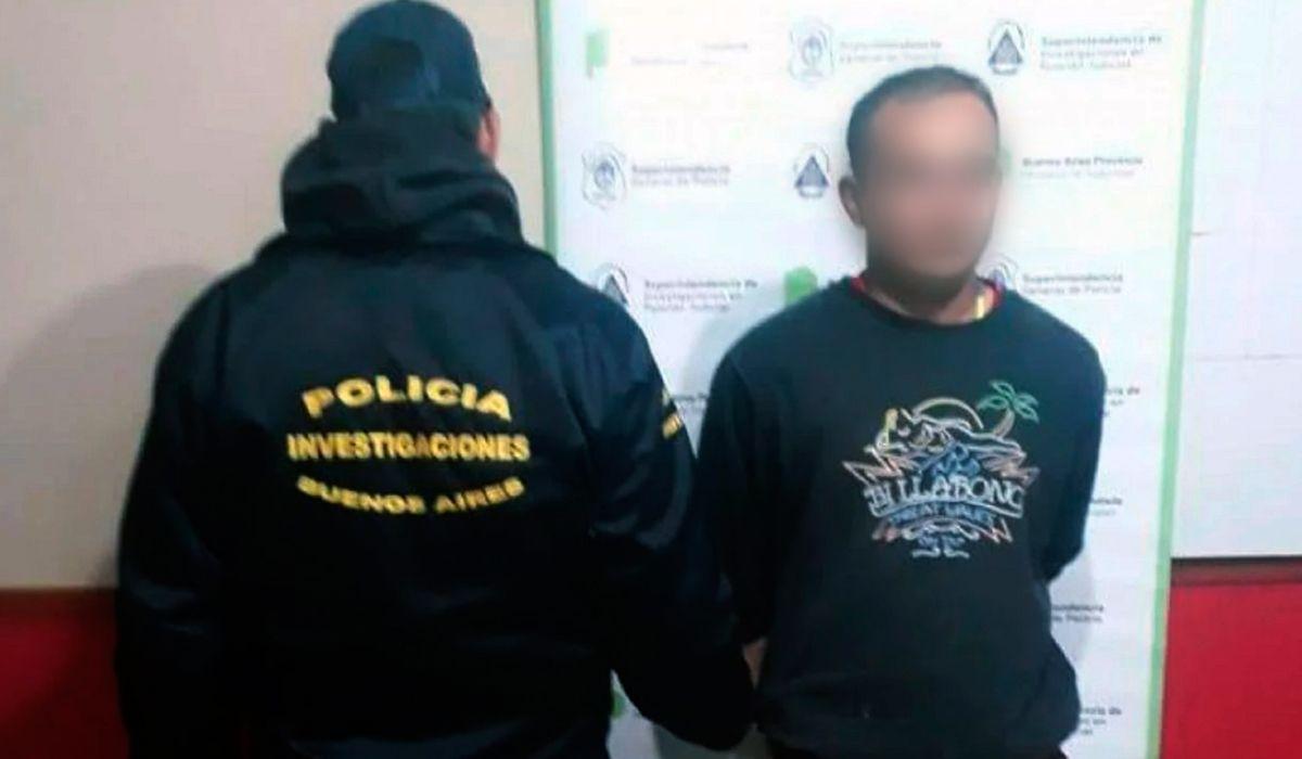 Emmanuel González fue detenido mientras jugaba al fútbol