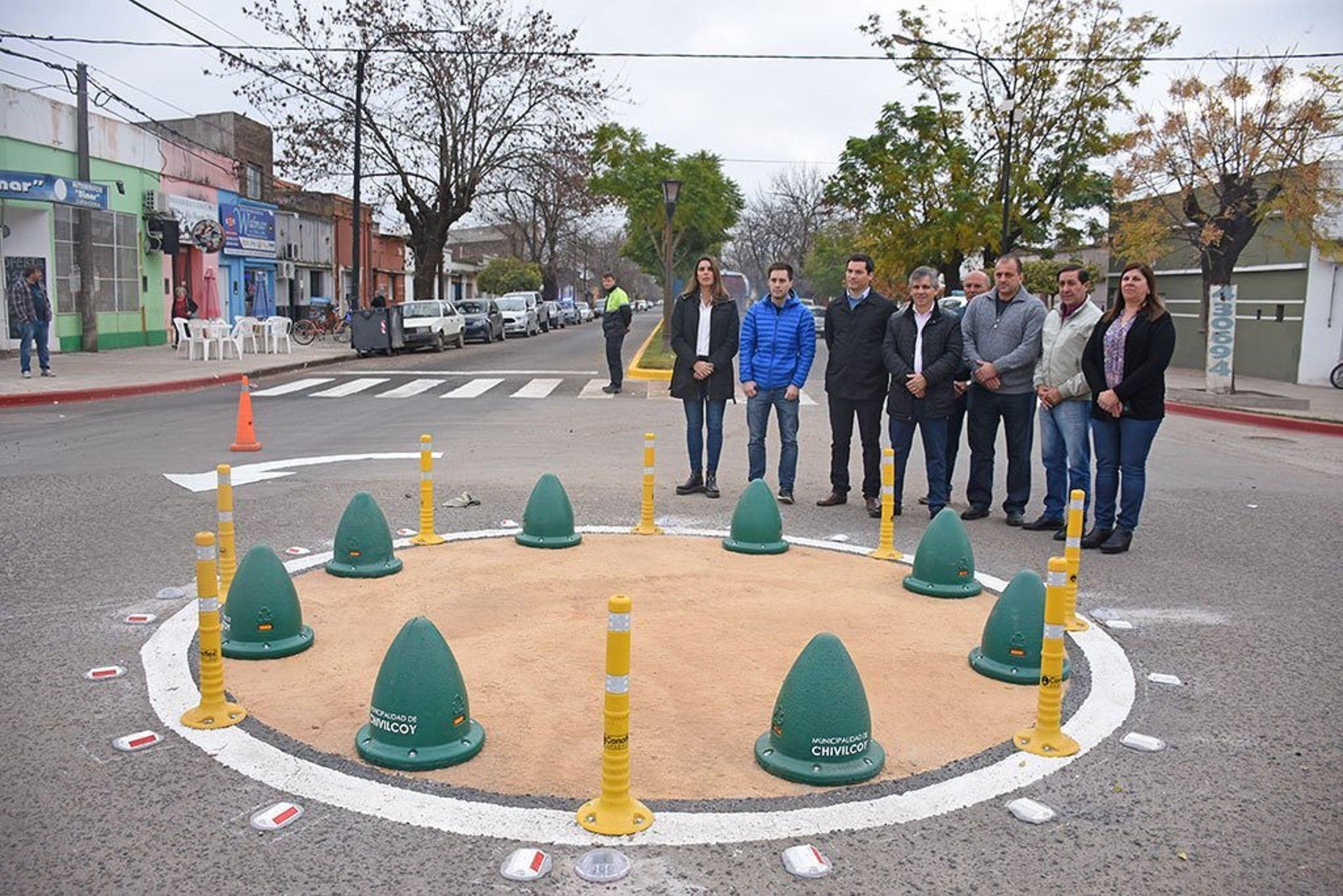 Un intendente de Cambiemos inauguró una pequeña rotonda en Chivilcoy y explotaron las burlas
