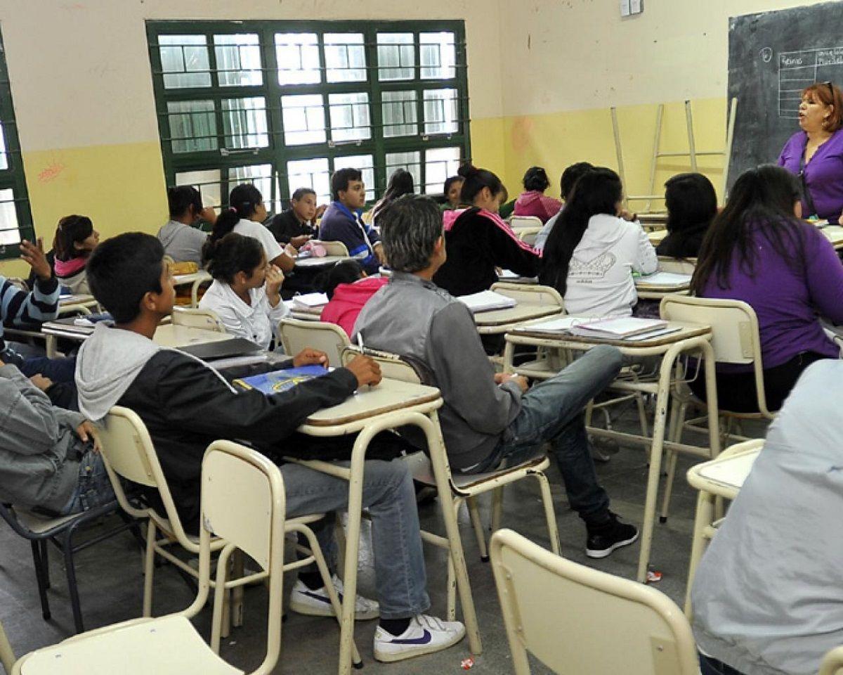 Instituyeron la Promesa de Lealtad a la Constitución Nacional en los colegios secundarios