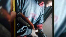 Un adolescente mostró armas para asustar a sus compañeros de curso