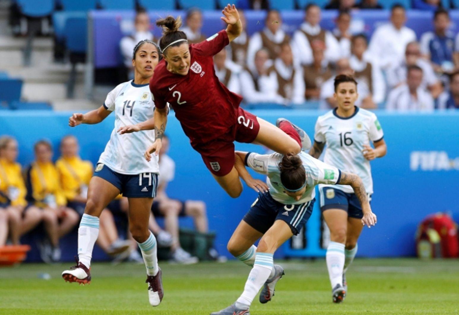 Argentina resistió pero perdió con Inglaterra en el Mundial de Francia