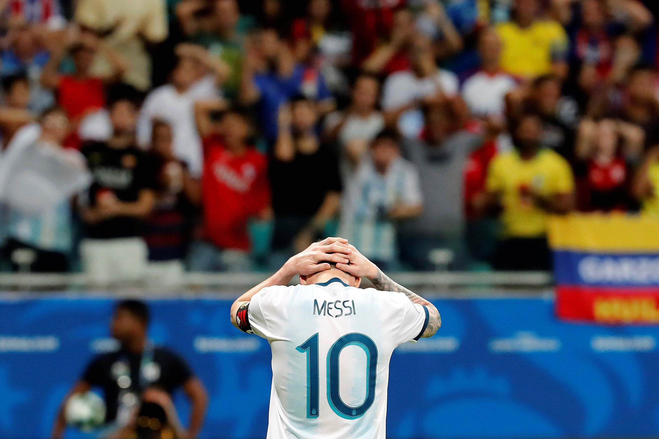 Argentina jugó mal y perdió con Colombia