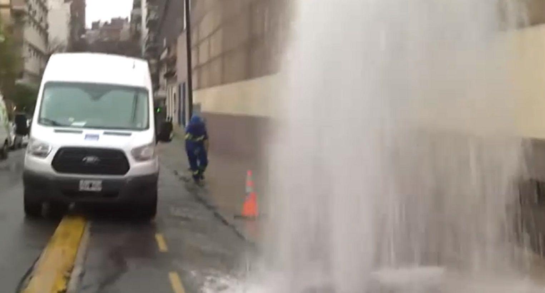 Almagro: un caño maestro de agua permaneció roto casi 20 horas