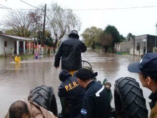 se agrava la situacion en rosario del tala por las inundaciones y ya son 170 los evacuados