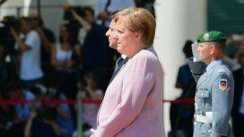 El temblor de Ángela Merkel que despertó preocupación en el público