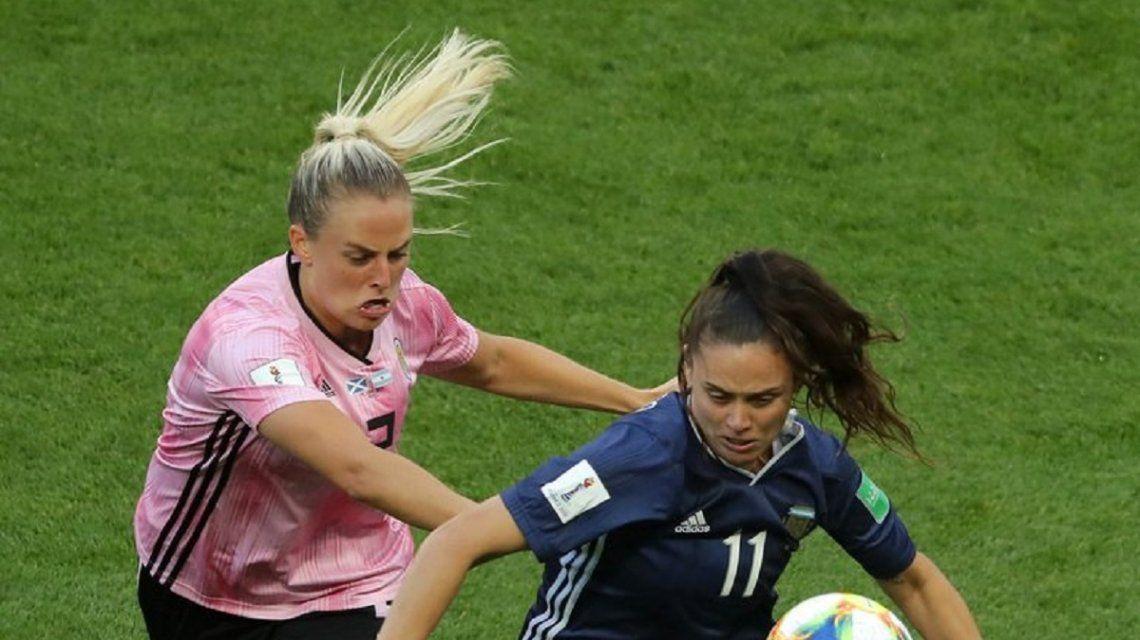 Florencia Bonsegundo anotó dos goles de penal