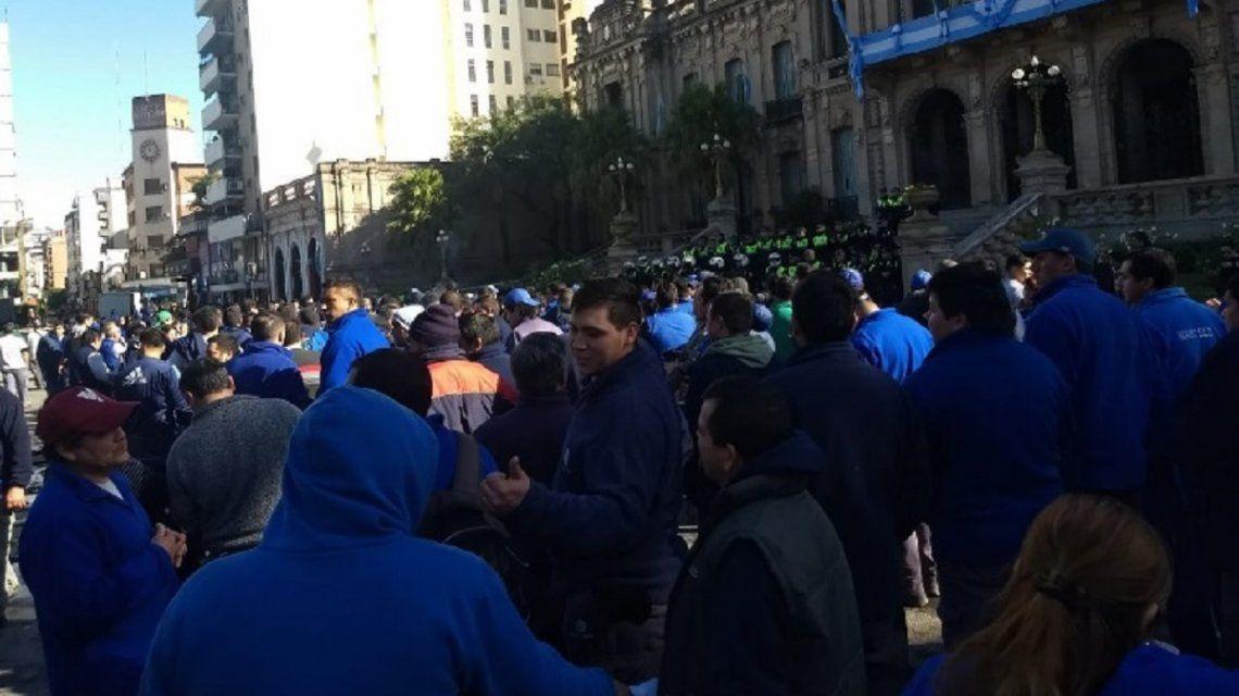 Protesta de trabajadores de supermercados Emilio Luque - Crédito:@eltanomdp86