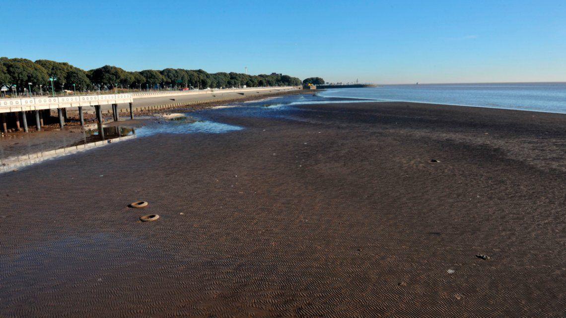 Se normaliza el servicio de agua potable en La Plata tras la bajante histórica del río