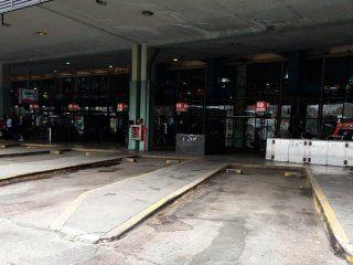 caos en retiro: piquete de vecinos de la villa 31 bis en el acceso a la terminal de omnibus