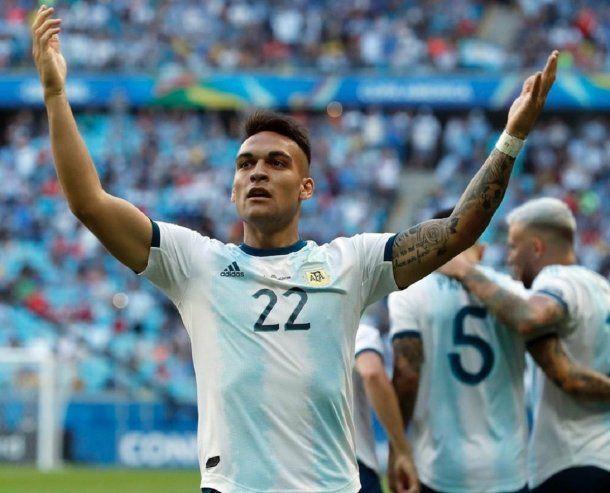 Lautaro Martínez celebra el 1 a 0 de Argentina ante Qatar