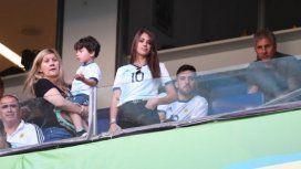 La mujer de Lionel Messi estuvo acompañada por Jorge y Celia, los padres del capitán de Argentina