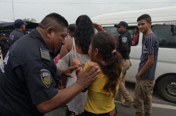 <p>Migrantes se manifestación contra el largo proceso de solicitud de visa humanitaria</p>