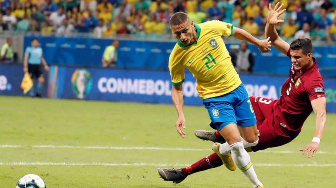 Problemas para Brasil: Richarlison se perdería lo que resta de la Copa América por paperas