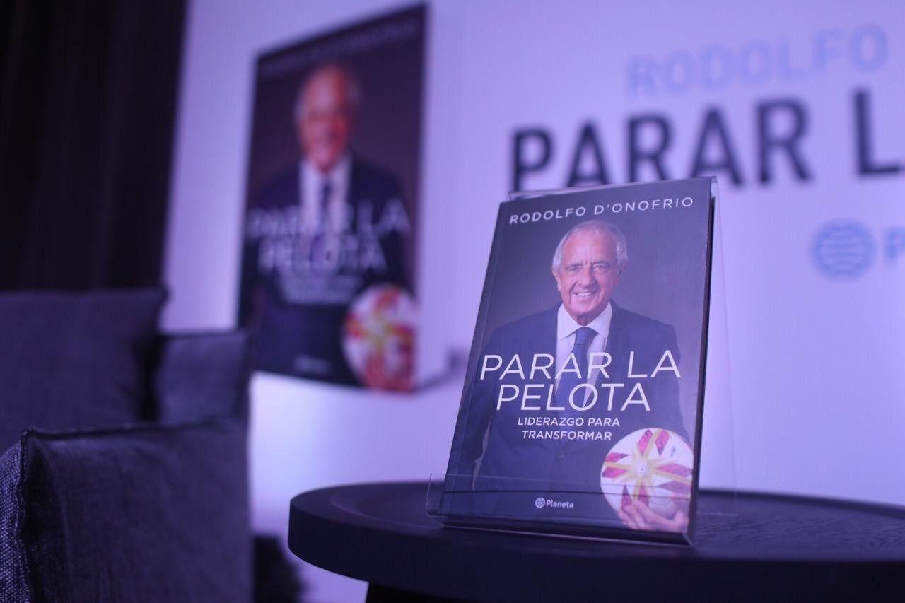 Y va el libro: el presidente de River Rodolfo DOnofrio presentó Parar la pelota