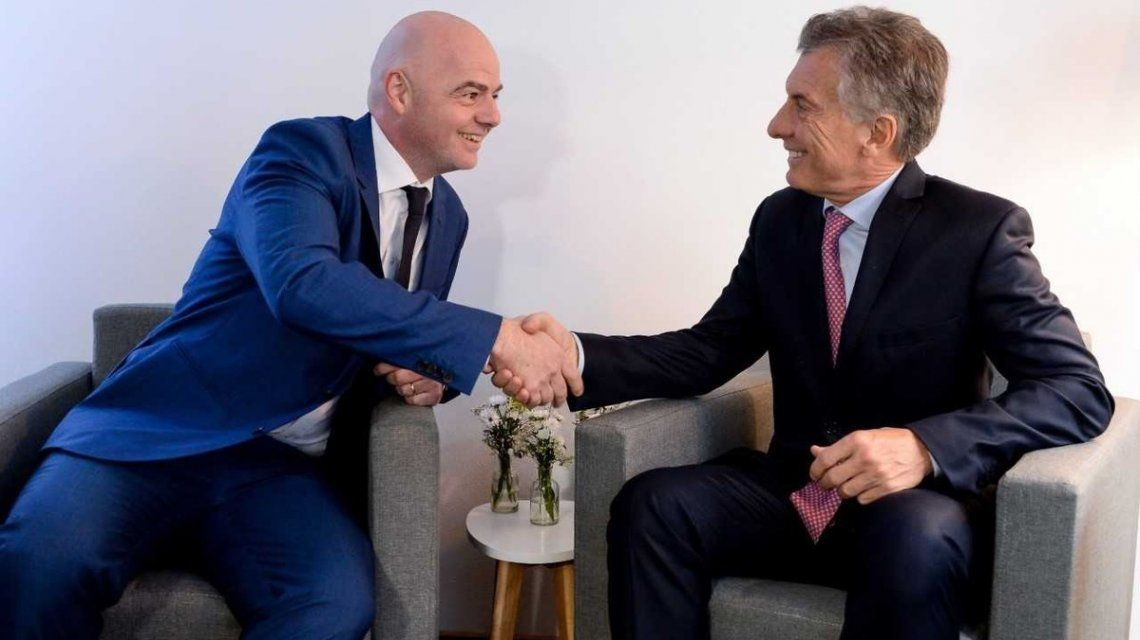 La FIFA premió a Macri por su aporte al fútbol