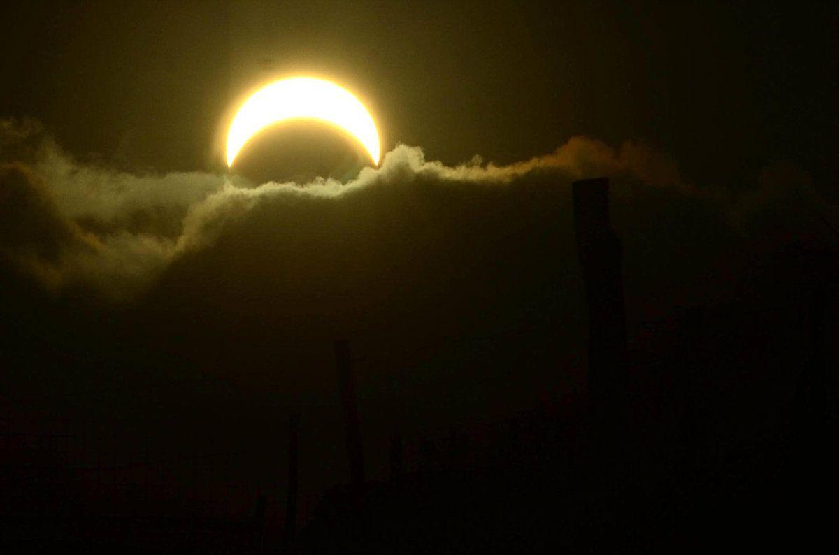 Argentina y Chile compartieron el eclipse: así se vio en Viedma