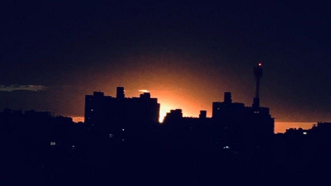 En la Ciudad no se llegó a oscurecer por completo pero estuvo muy muy cerca. Así se vio a las 17.40.