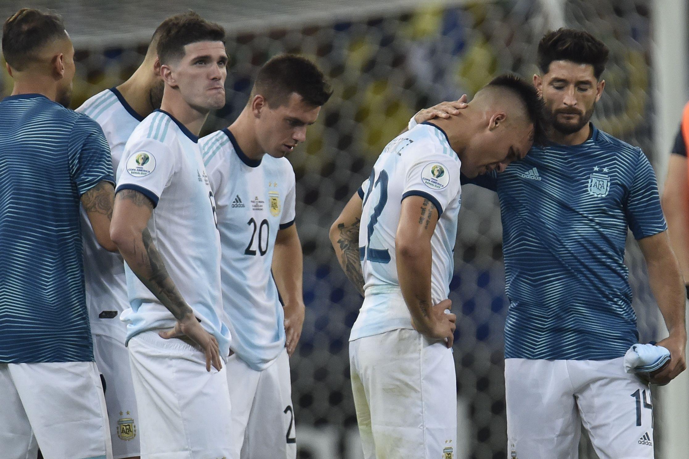 El llanto desconsolado de Lautaro Martínez y Leandro Paredes tras la eliminación de la Copa América