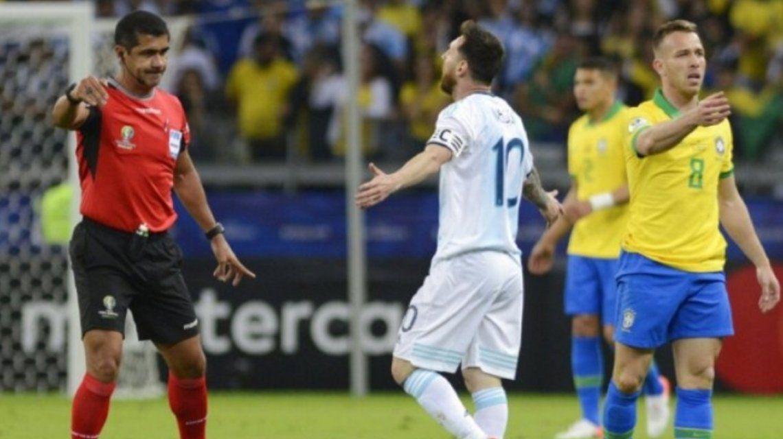 La AFA presentó una queja formal ante la Conmebol por el arbitraje de la semifinal entre Argentina y Brasil