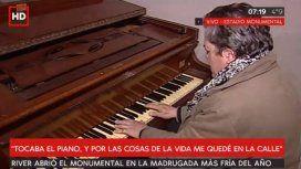 El pianista que durmió en el Monumental: Tocaba  y por cosas de la vida me quedé en la calle