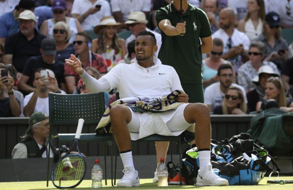 El show de Nick Kyrgios en Wimbledon: saque insólito, pelotazo a Nadal y escrache a una periodista