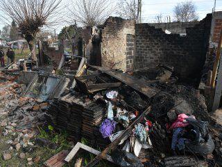 pilar: cinco chicos de 4 a 15 anos murieron al incendiarse su casa