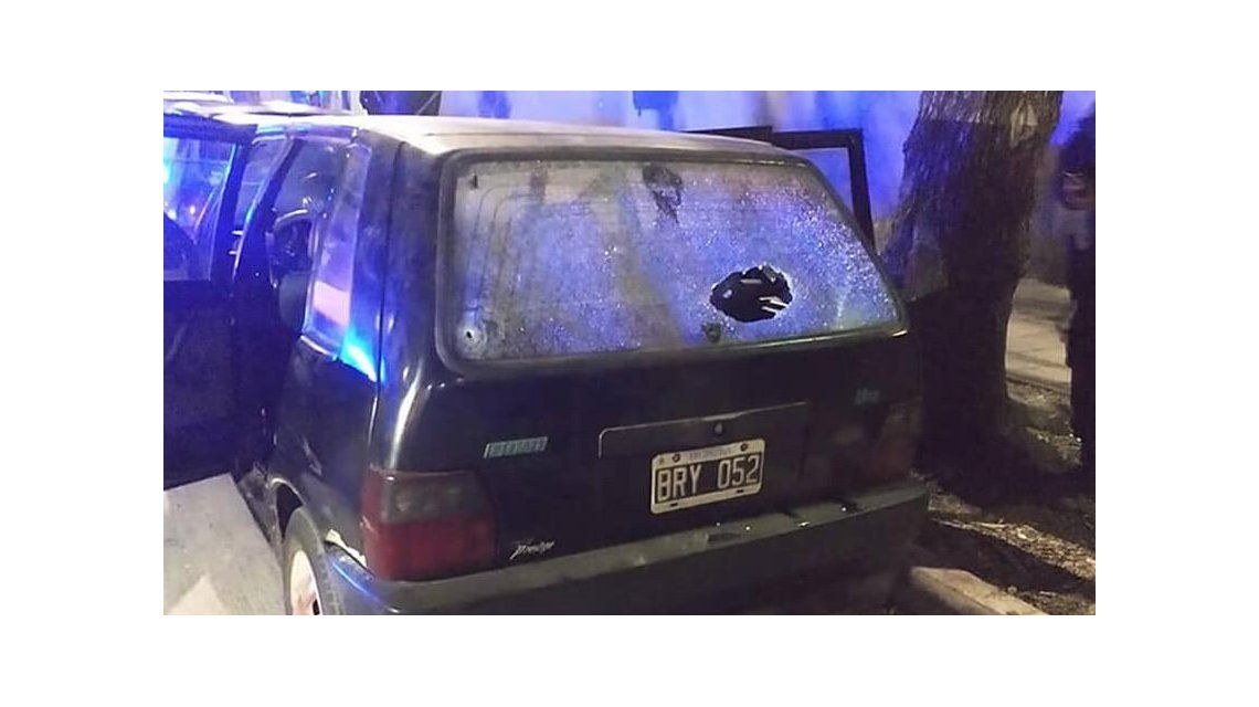 Así quedó el auto tras recibir los impactos de bala. Foto: Facebook Brenda Ludmila