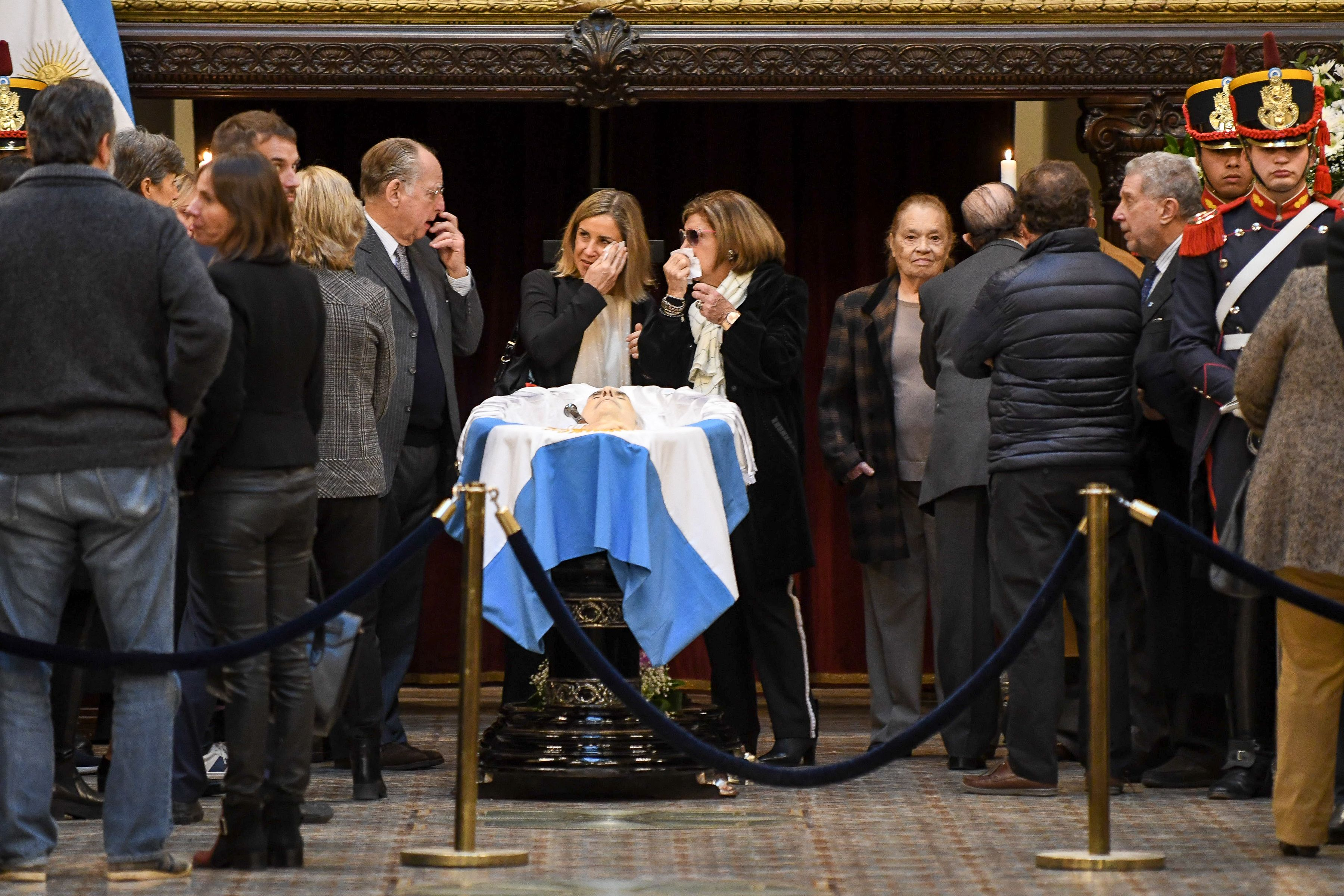 Macri, funcionarios y ex ministros de la Alianza despidieron los restos de De la Rúa