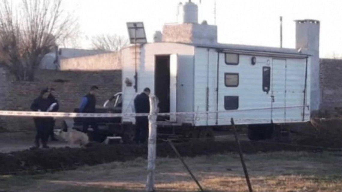 Drogan y violan a una adolescente en una casa rodante en Chacabuco