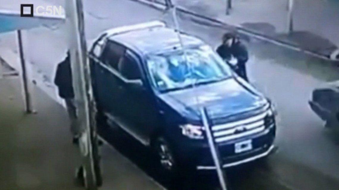 Un policía de civil se defendió a los tiros cuando le quisieron robar la camioneta: hirió a un ladrón