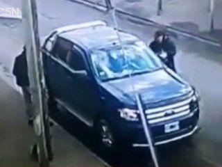 un policia de civil se defendio a los tiros cuando le quisieron robar la camioneta: hirio a un ladron