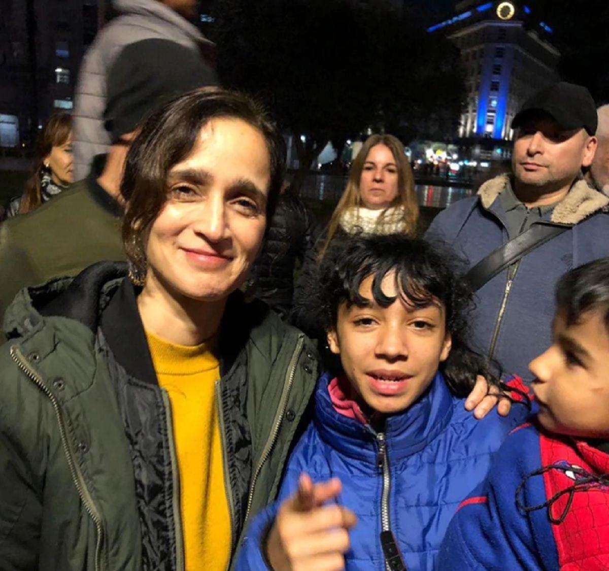 Julieta Venegas dio un recital improvisado para personas en situación de calle