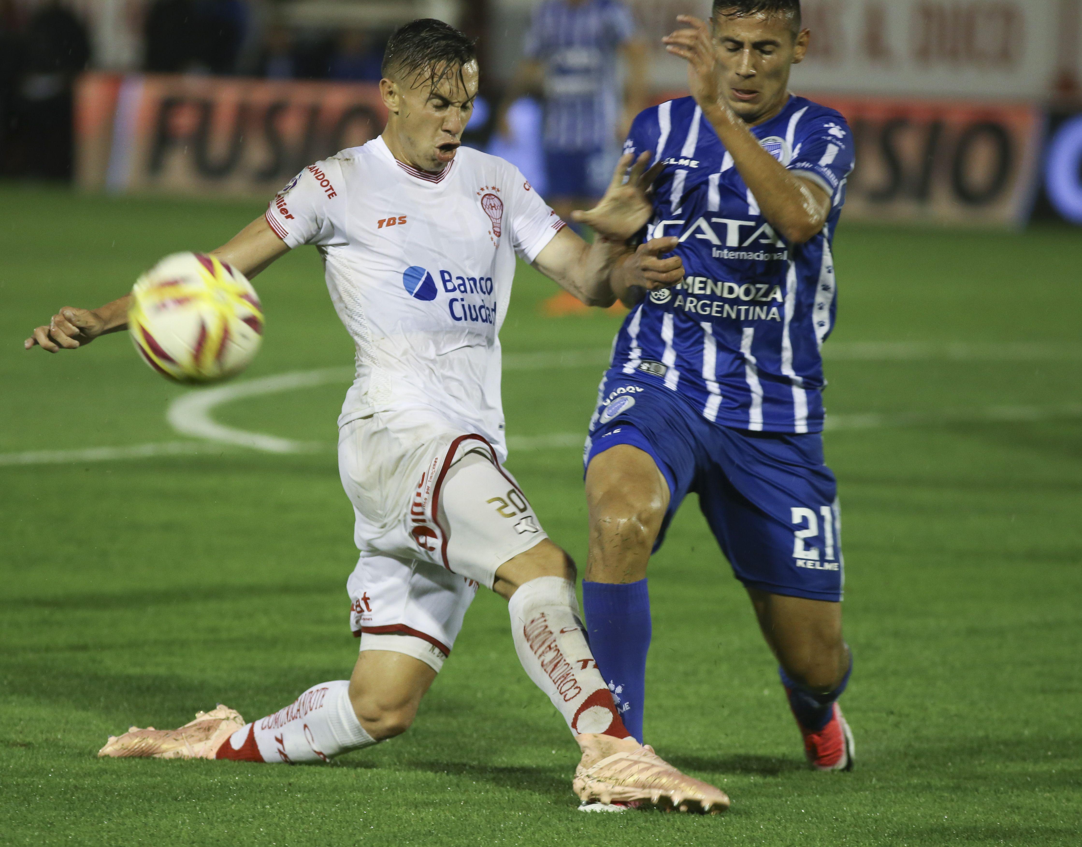 Huracán enfrenta a Godoy Cruz en el estadio de Instituto de Córdoba