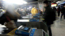 Metrodelegados levantan molinetes en la estación Lacroze de la línea B