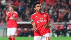 La foto que Alfaro más esperaba: Salvio ya se calzó la camiseta de Boca