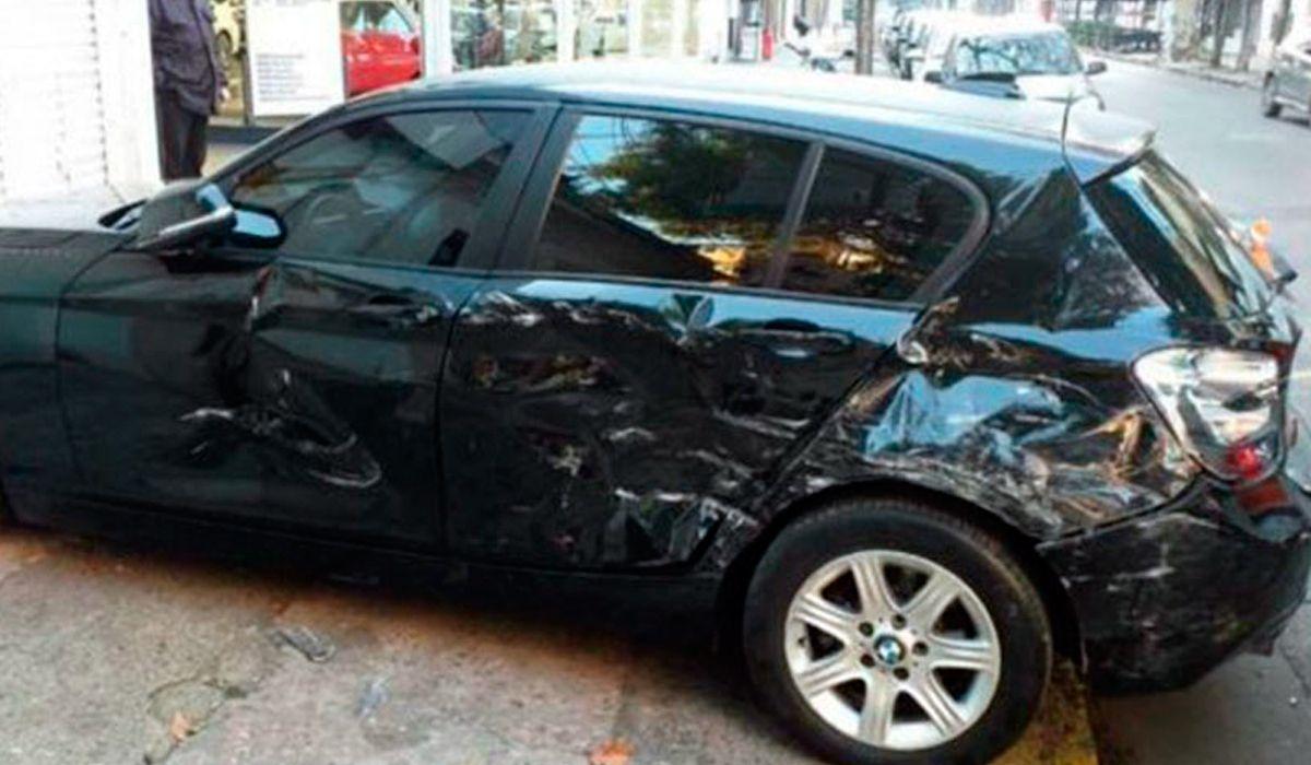 Rosario: una mujer encontró a su marido con otra y le chocó seis veces su BMW