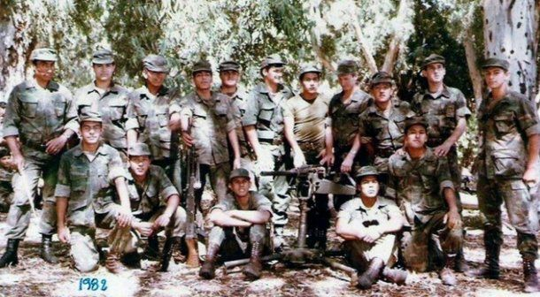 Parte de la compañía de ametralladoras pesadas antes de partir hacia las islas