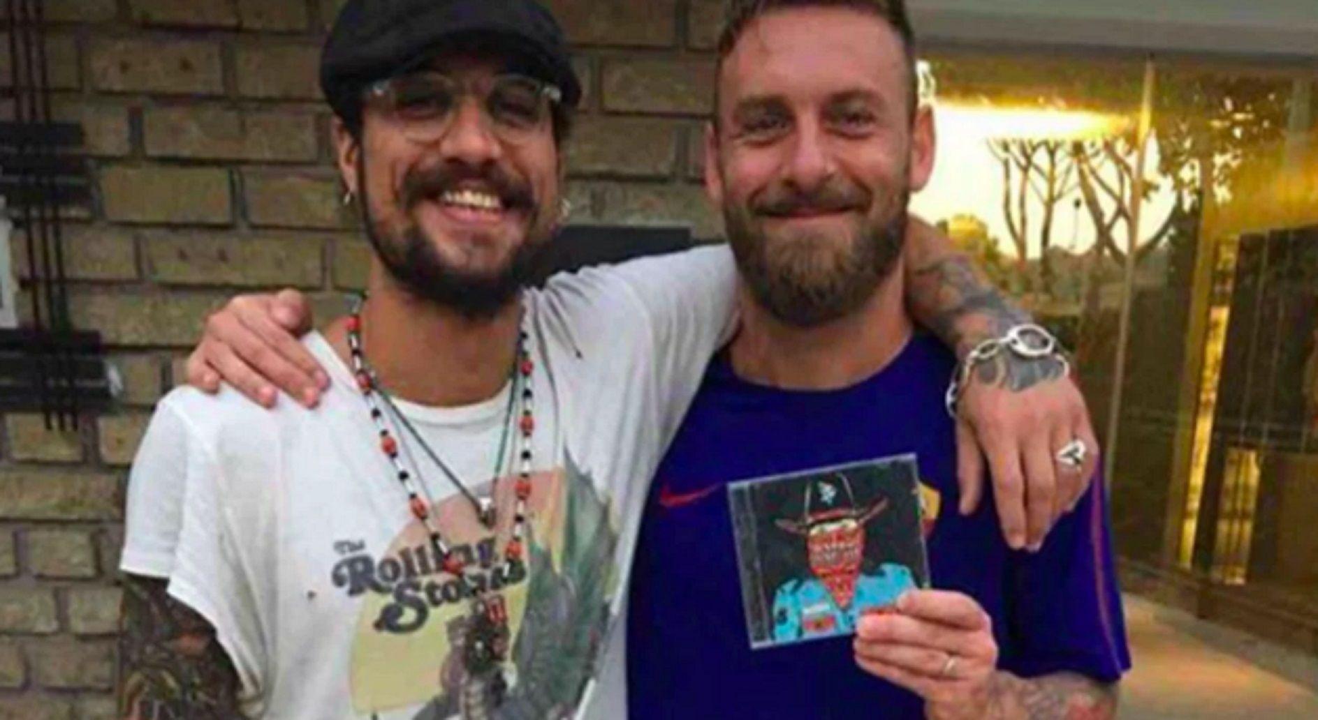 Questo è Boca: la foto de Osvaldo junto a De Rossi en el vestuario xeneize