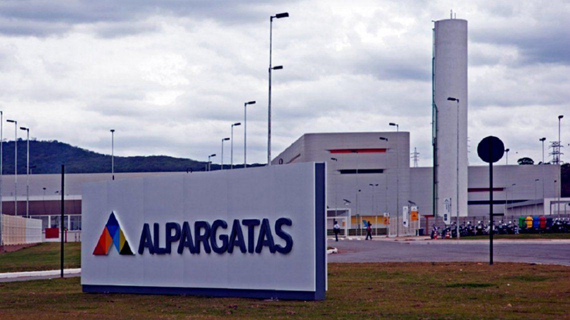 Alpargatas Argentina dejará de trabajar en el segmento textil desde octubre